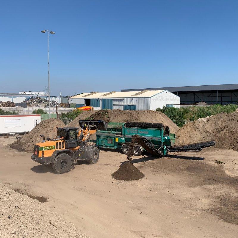 Zeven grond en zand